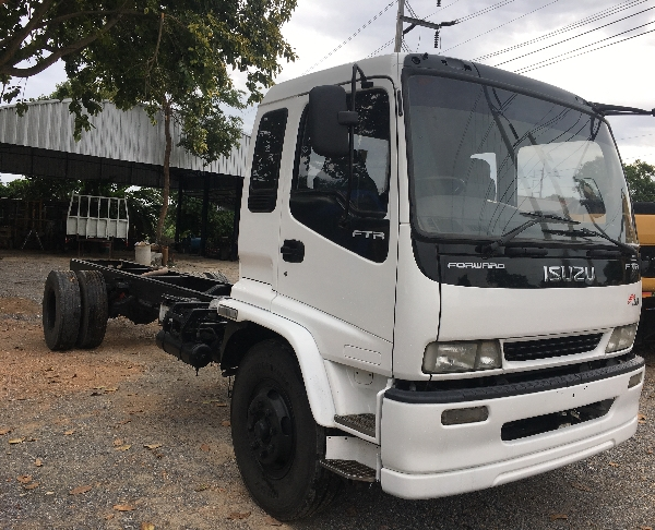 ขายรถบรรทุกหกล้อ ISUZU รุ่น FTR สีขาว สภาพสวย พร้อมใช้งาน